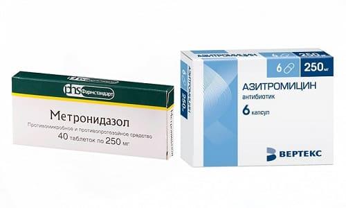 Инфекции бактериального характера не вылечить без антибиотиков. Нередко приходится одновременно принимать Азитромицин и Метронидазол